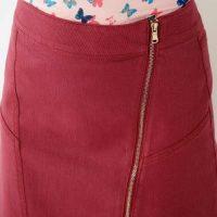 Rozciągliwa spódnica z asymetrycznym zamkiem w kolorze miodowym