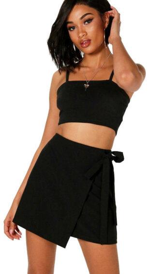 Czarna spódnica mini z paskiem