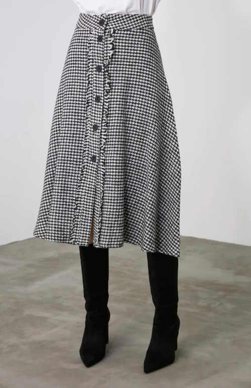 Czarno-biała spódnica w kratę