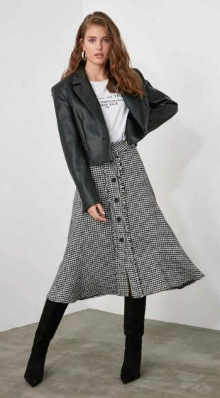 Damska spódnica o długości midi w kolorze czarnym i białym