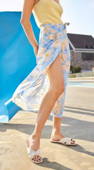 Damska spódnica w ponadczasowy kwiatowy wzór