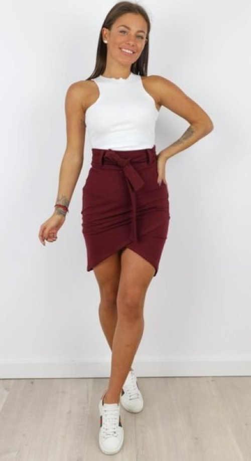 Krótka spódniczka damska w kolorze burgundowym
