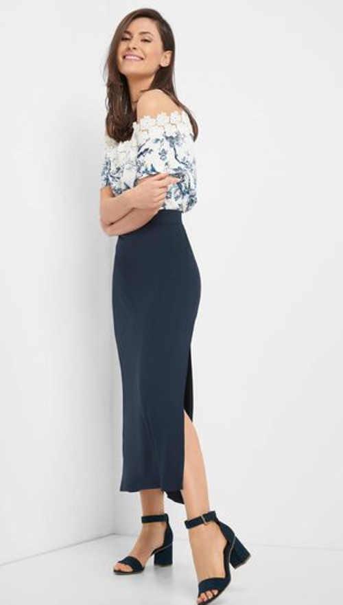Spódnica jeansowa w nowoczesnej długości midi