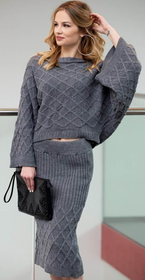 Szara dzianinowa spódnica i sweter