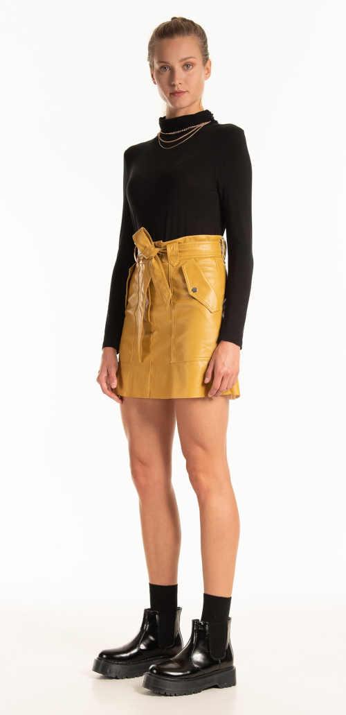Żółta spódnica z paskiem