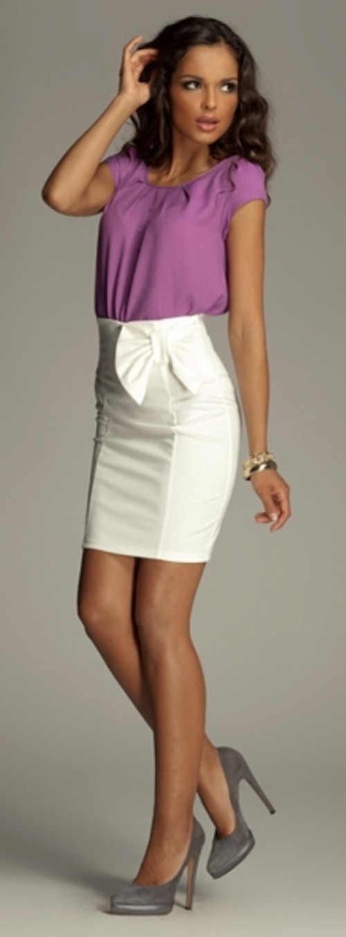 Biała krótka spódnica z wysoką talią i dużą kokardą