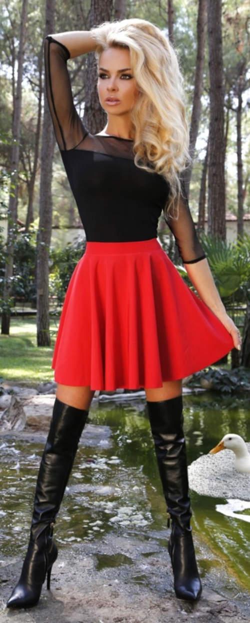 Krótka czerwona spódnica w kształcie litery A