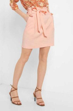 Krótka nowoczesna spódnica damska o prostym kroju z paskiem