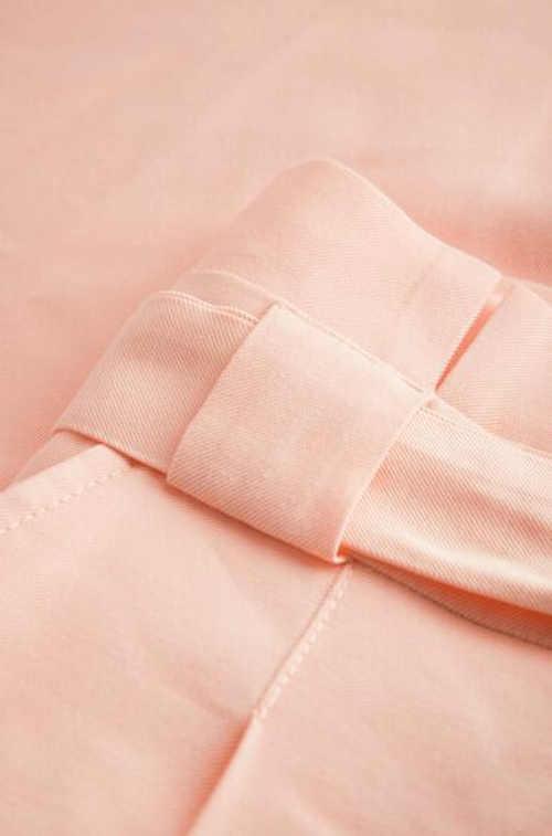 Krótka stylowa spódnica damska z paskiem