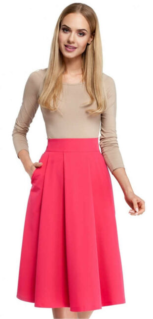 Różowa plisowana spódnica o długości poniżej kolan