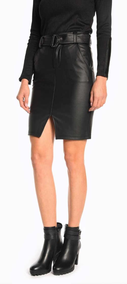 Czarna skórzana spódnica z paskiem