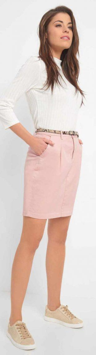 Jasnoróżowa elegancka spódnica o długości nad kolano