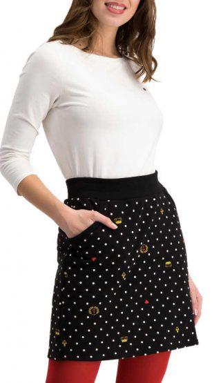 Krótka czarna spódniczka w kropki do legginsów