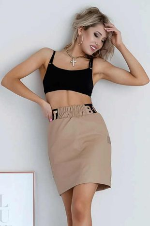 Nowoczesna spódnica damska o krótkiej długości w ciekawy wzór.