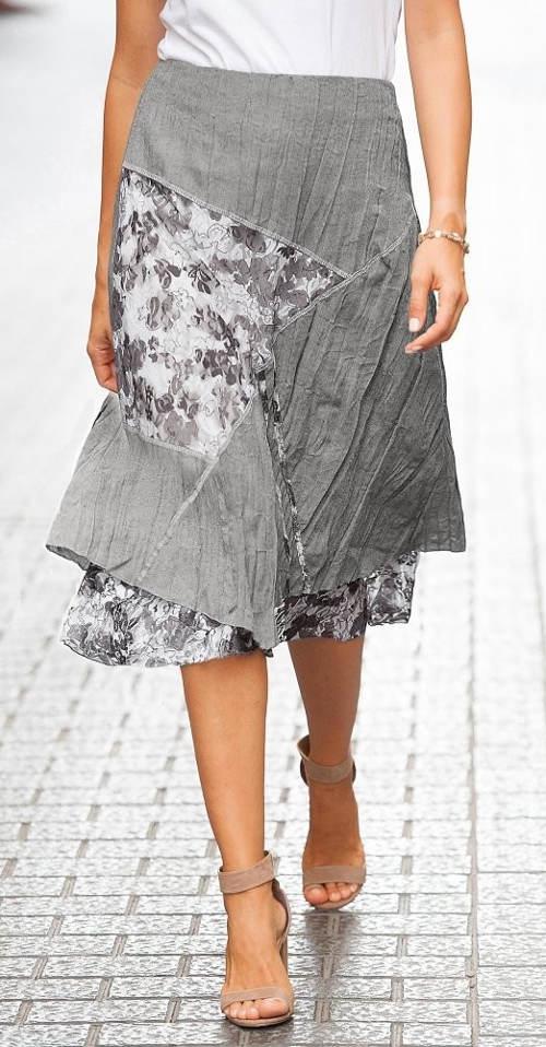 Szara spódnica z pomarszczonym wyglądem