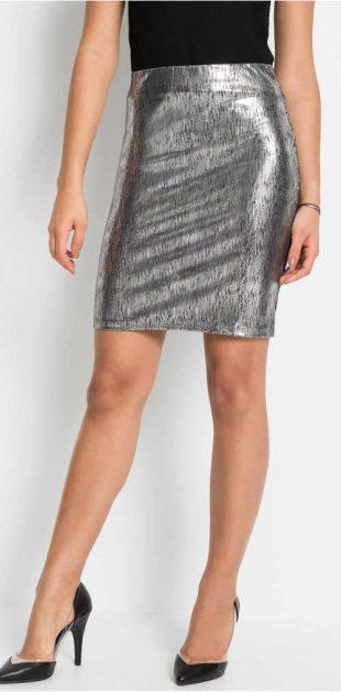 Srebrna spódnica o metalicznym wyglądzie